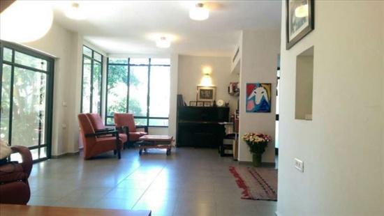 בית פרטי למכירה 7 חדרים בהוד השרון שיכון פועלים א' מגרש גדול בית מרווח עם מרתף