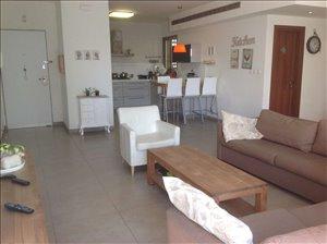 דירה למכירה 5.5 חדרים בפתח תקווה דירה מרווחת עם 2 מרפסות שמש