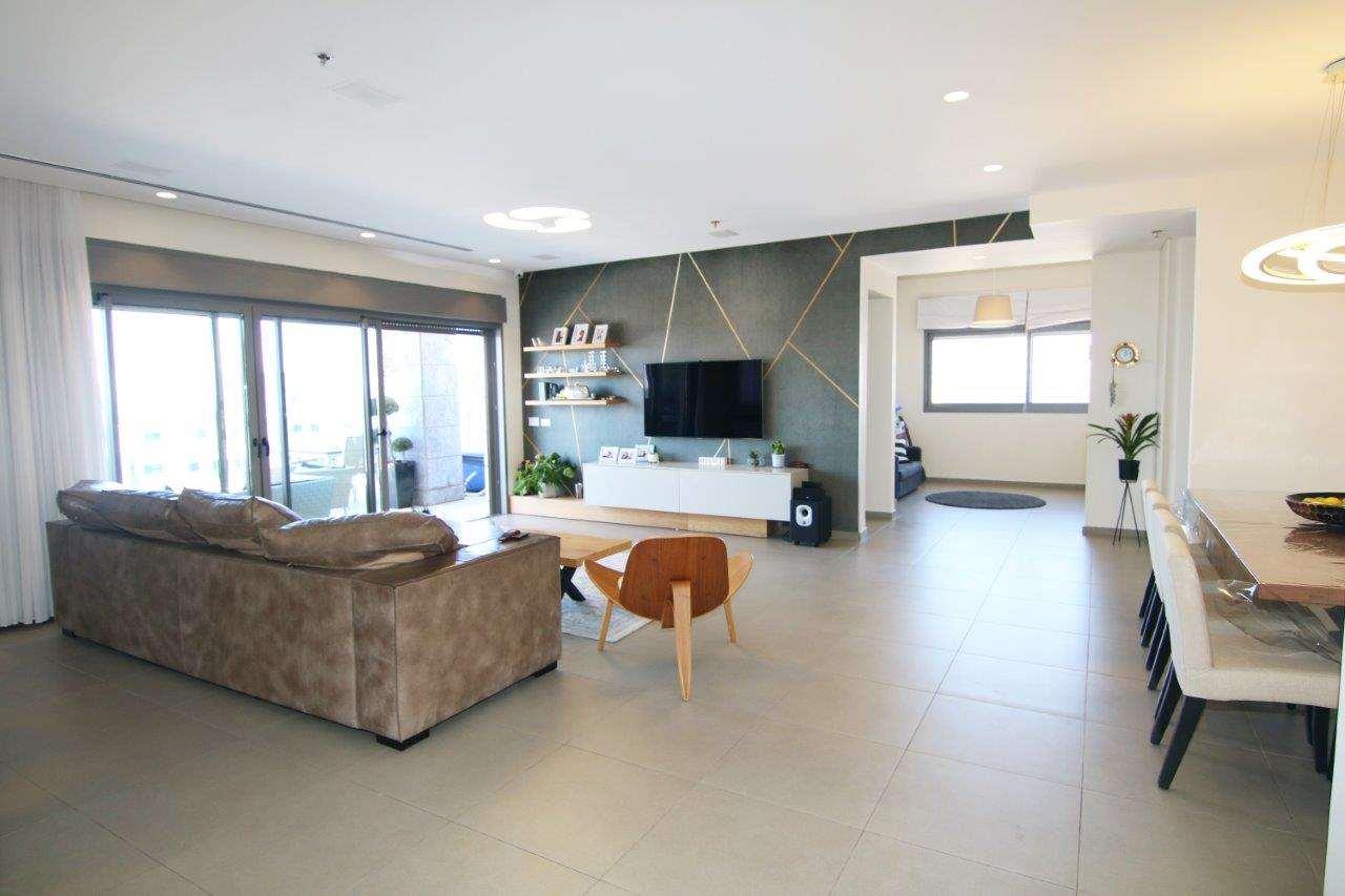 פנטהאוז למכירה 6 חדרים בפתח תקווה www.yokra-estate.co.il