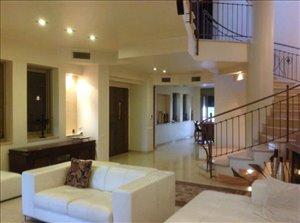 בית פרטי למכירה 7 חדרים בפתח תקווה יצא לשוק לראשונה. מפואר