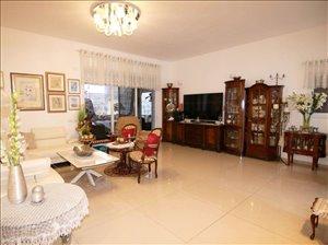 דירת גן למכירה 5.5 חדרים בכפר סבא