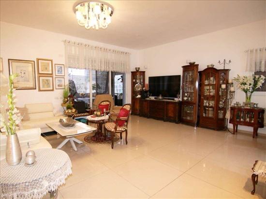 דירת גן למכירה 5.5 חדרים בכפר סבא מרכז