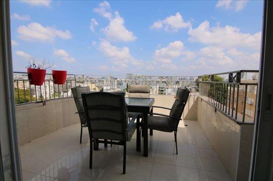 פנטהאוז למכירה 5 חדרים בפתח תקווה www.yokra-estate.co.il