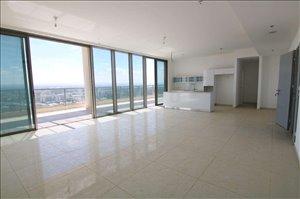 פנטהאוז למכירה 5 חדרים ברמת גן www.yokra-estate.co.il