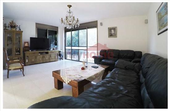 קוטג למכירה 7 חדרים בפרדסיה בותיקה שבזי שלום