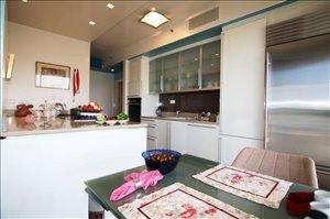 דירה למכירה 5 חדרים בתל אביב יפו www.yokra-estate.co.il