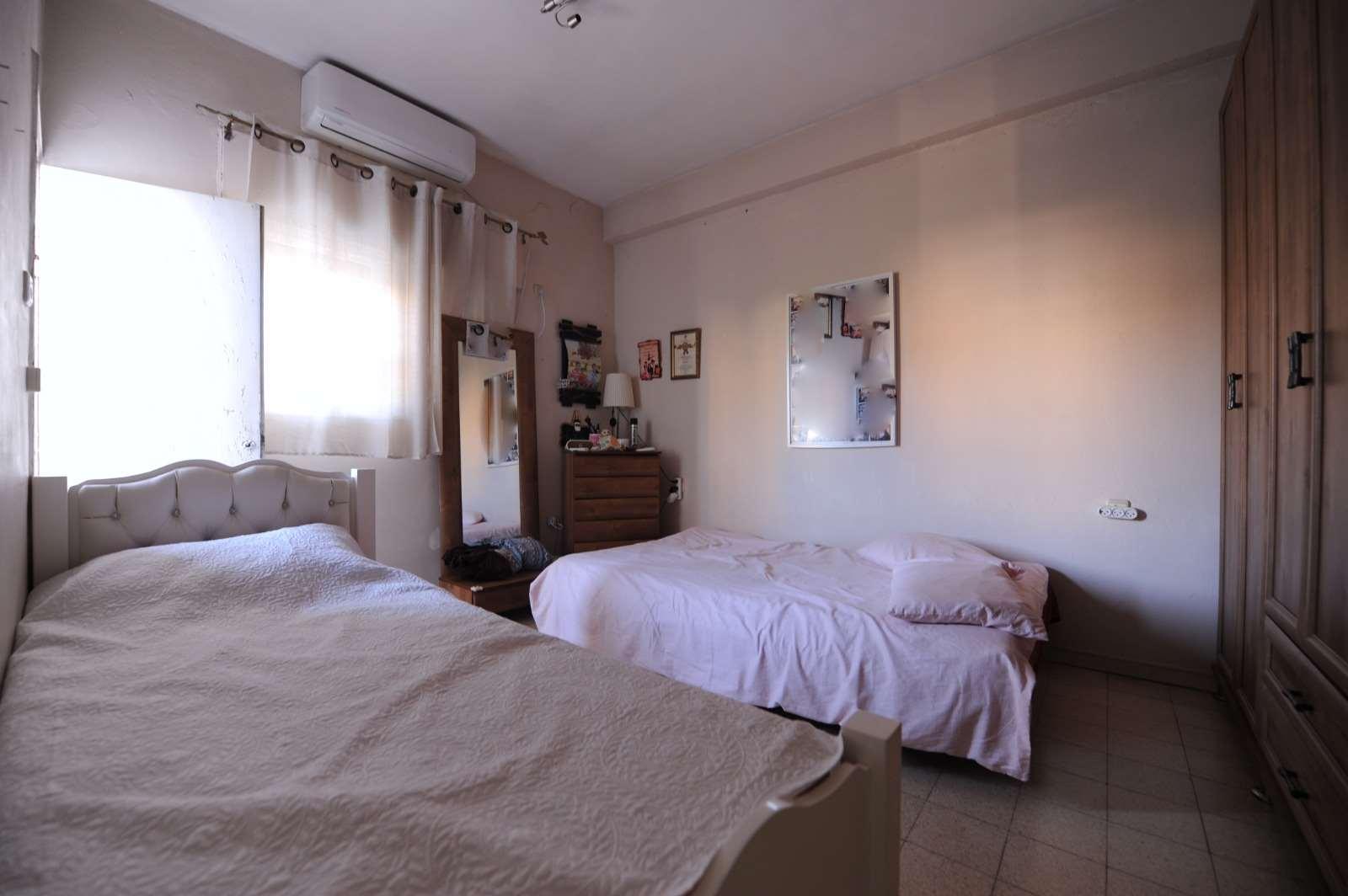 דירה למכירה 4 חדרים בבת ים הרב ניסנבאום