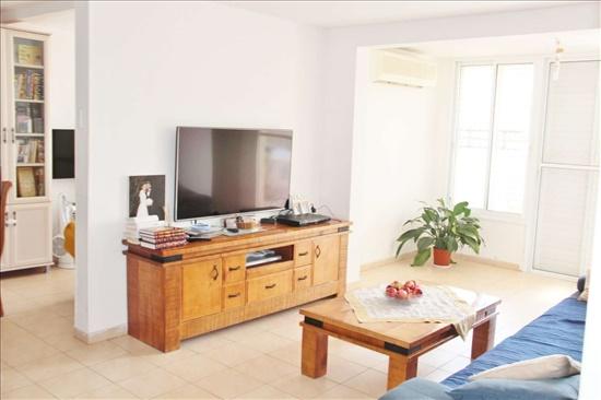 דירה למכירה 4.5 חדרים בבת ים עמידר חלמית