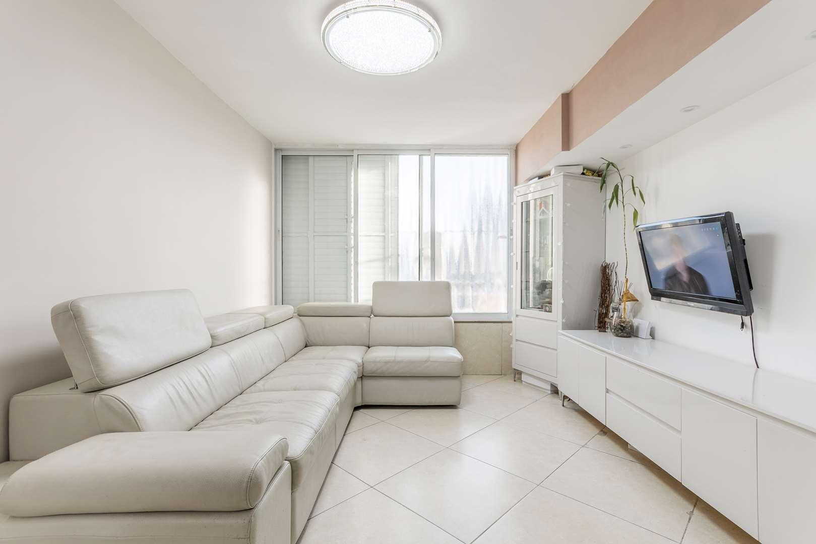 דירה למכירה 4 חדרים בחולון תל גיבורים החים