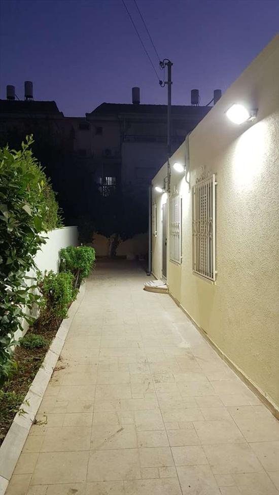 דו משפחתי למכירה 4.5 חדרים באור יהודה סמטת מחולה
