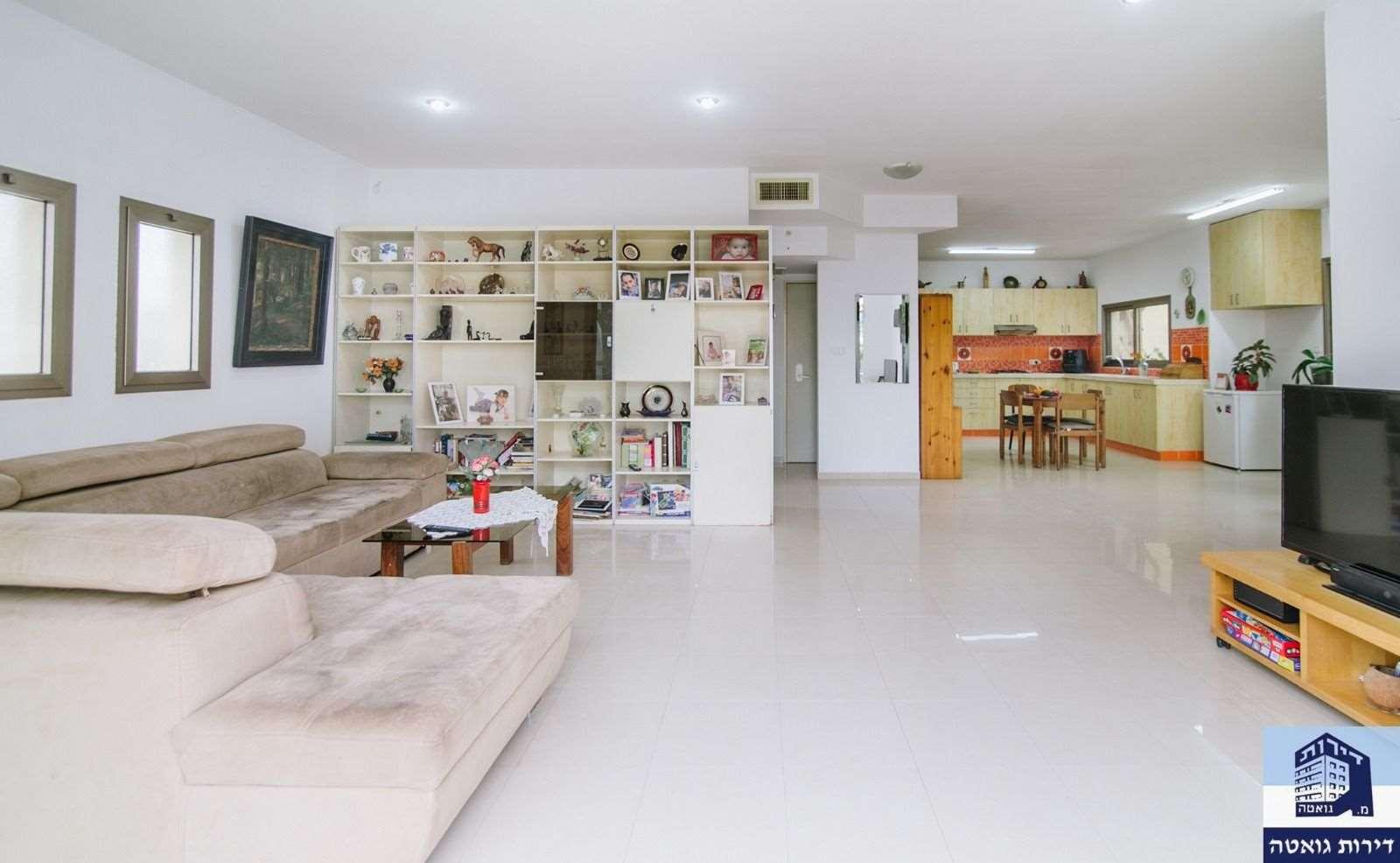 בית פרטי למכירה 6 חדרים בפתח תקווה ברון דה מנשה