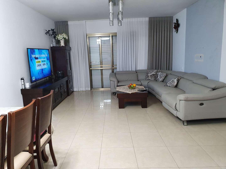 דירה למכירה 4.5 חדרים בראשלצ צג בנות