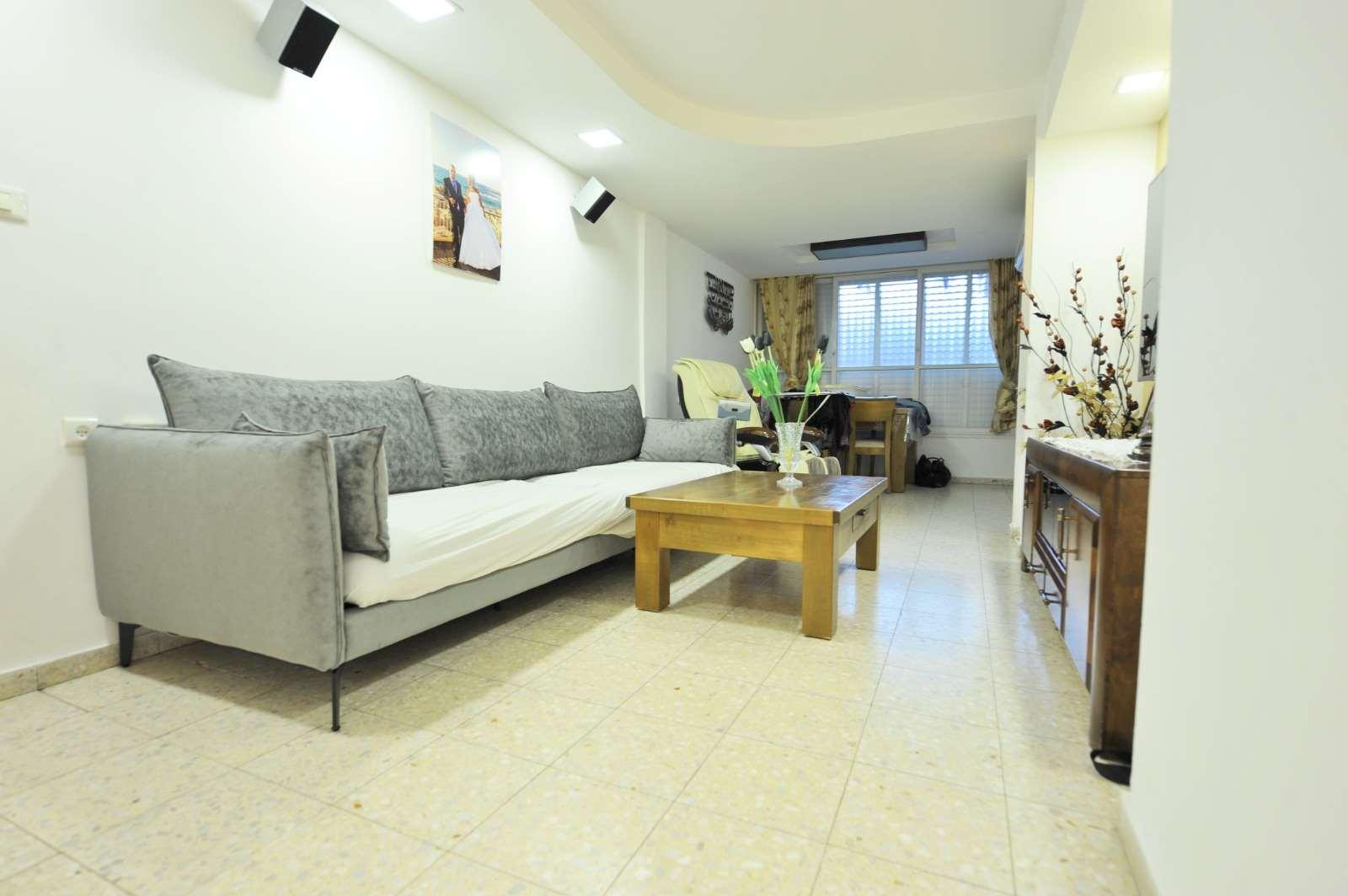 דירה למכירה 3.5 חדרים בתל אביב יפו גלעינית