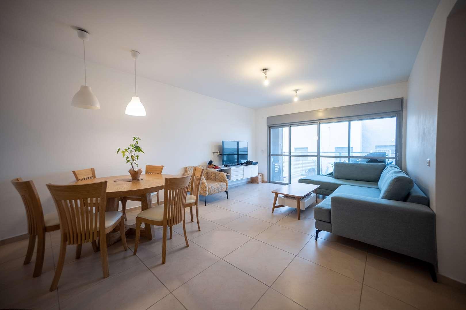 דירה למכירה 4 חדרים במזכרת בתיה שד' רפאל סויסה
