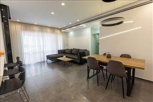 דירה למכירה 3.5 חדרים ברחובות מוטה גור
