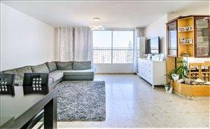 דירת גג למכירה 7 חדרים בפתח תקווה זבוטינסקי