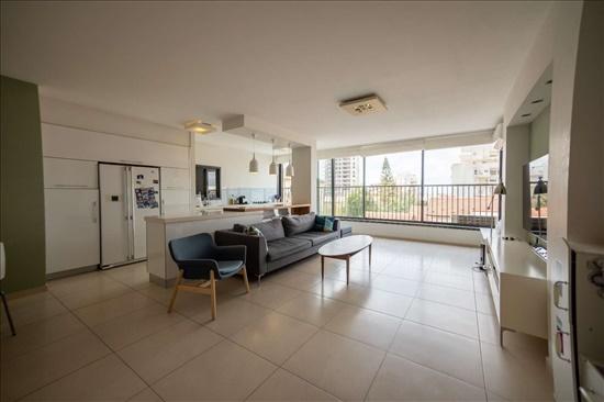 דירה למכירה 4 חדרים ברחובות מרכז אליעזר בן יהודה 12