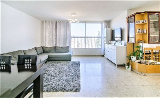דירת גג למכירה 7 חדרים בפתח תקווה מרכז זבוטינסקי