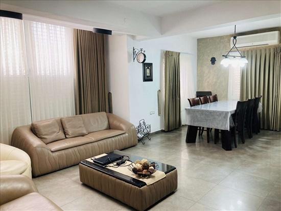 דירת גן למכירה 4 חדרים בחולון תל גיבורים החצב