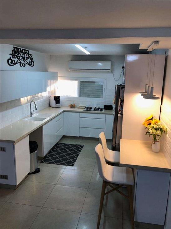 דירה למכירה 4 חדרים בירושלים פת ברל לוקר
