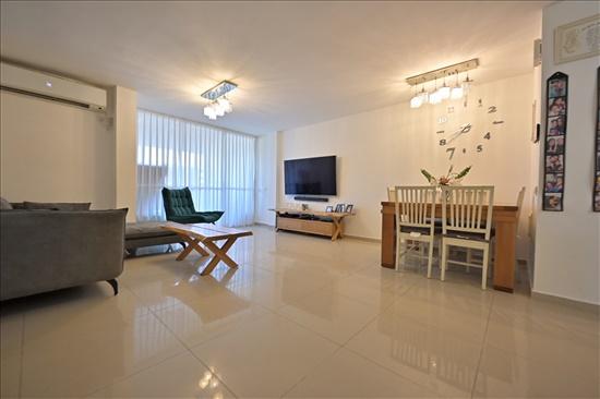 דירה למכירה 4 חדרים ביהוד מונוסון מרכז עץ האפרסק