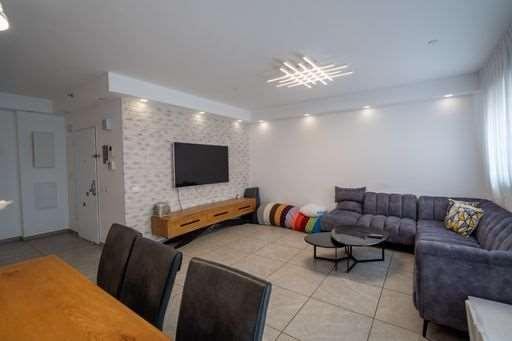 דירה למכירה 4 חדרים ברחובות הרב זכריה מדאר 3