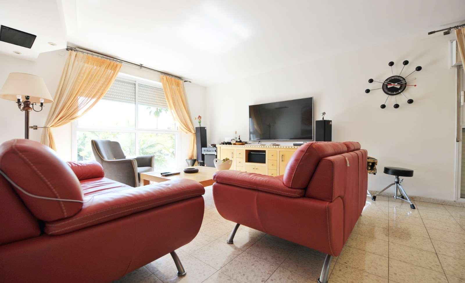 דירה למכירה 4.5 חדרים ביהוד מונוסון קרית הסביונים שדרות מנחם בגין