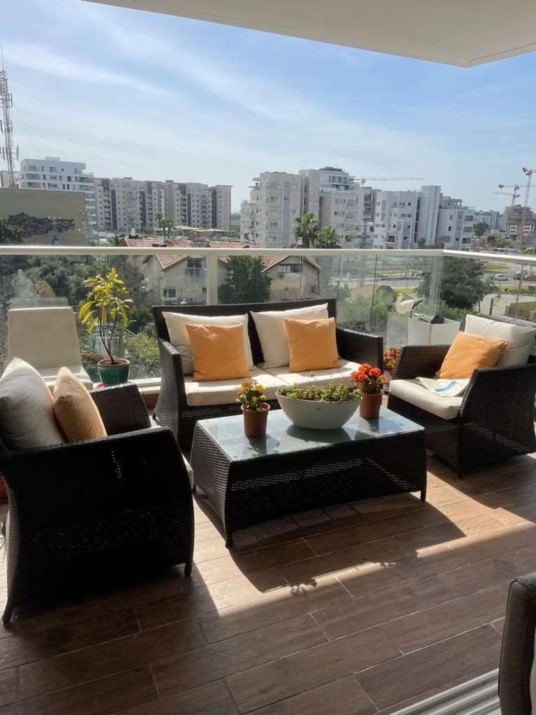 דירה למכירה 5 חדרים בהרצליה חנה רובינא