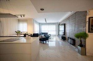 דירה למכירה 4 חדרים ברחובות כרמל 5