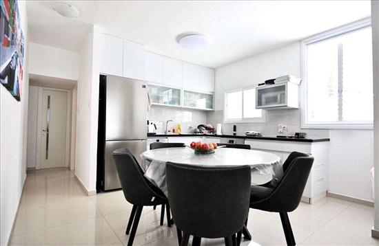 דירה למכירה 2.5 חדרים בבת ים מרכז פנקס