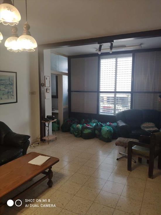 דירה למכירה 4 חדרים בבת ים מרכז זמנהוף