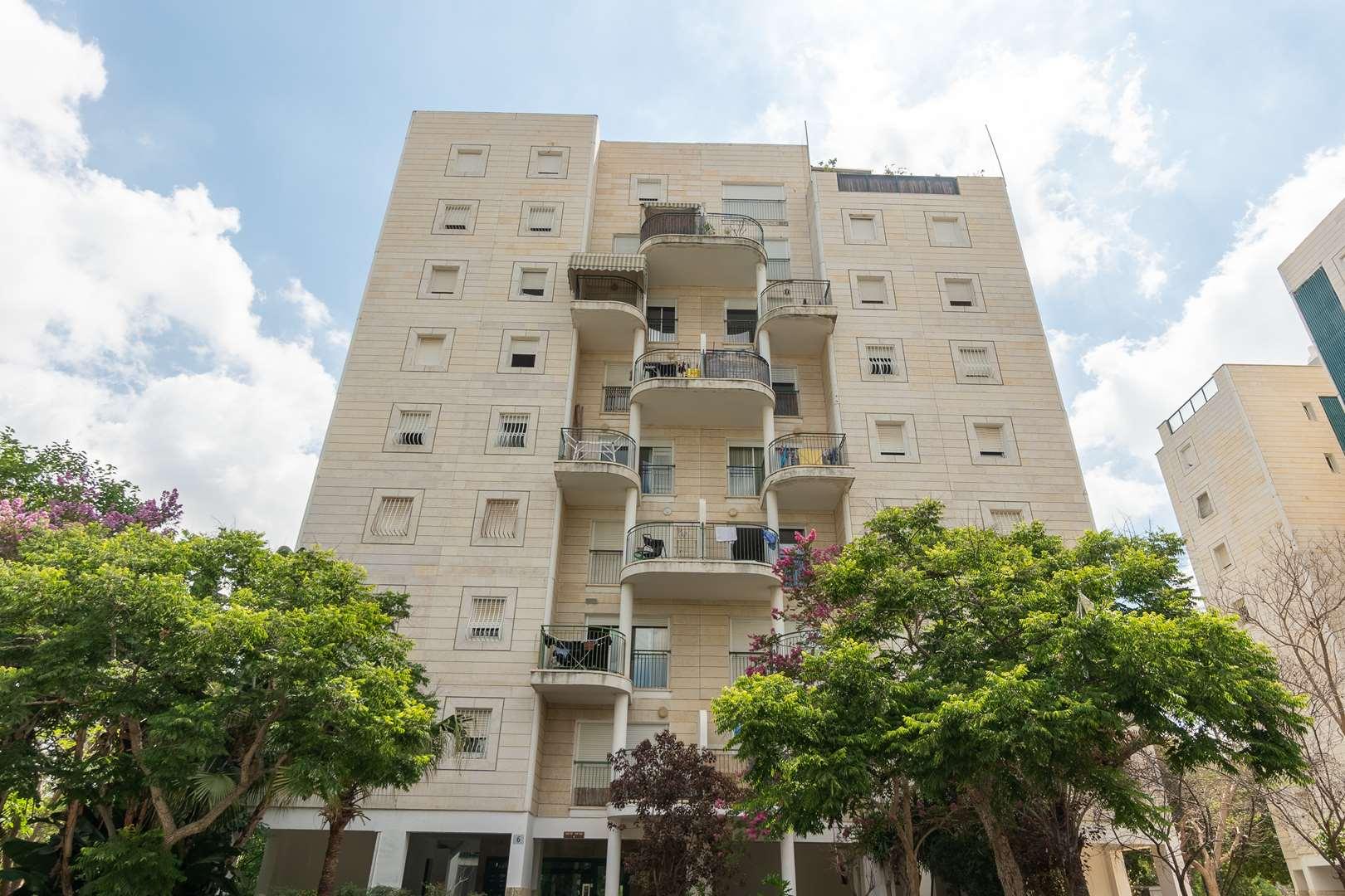 דירה למכירה 3.5 חדרים ברחובות אברהם ישראל פרשני 6