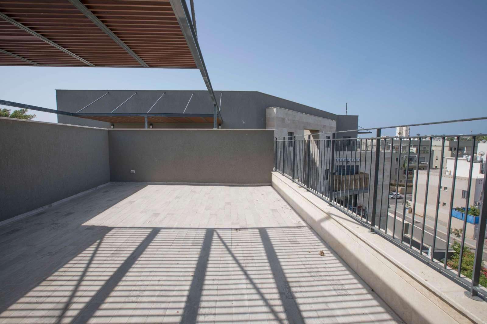 דירה למכירה 4 חדרים בתל אביב יפו צהלון ציהתל''י