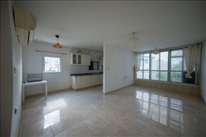 דירה למכירה 4 חדרים ברחובות ישראל אהרוני 11