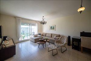 דירה למכירה 4 חדרים ברחובות אברהם ישראל פרשני 6
