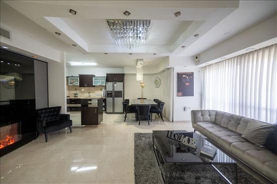 דירה למכירה 5 חדרים ברחובות קרית היובל/ שרונה לח