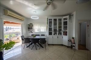 דירה למכירה 4 חדרים ברחובות מנשה קפרא 5