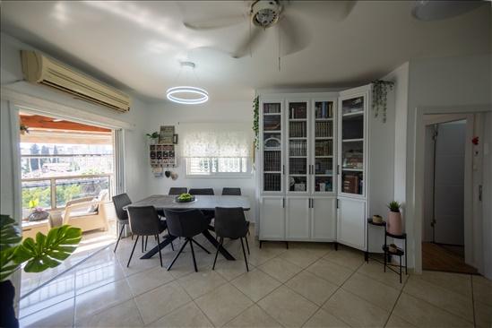 דירה למכירה 4 חדרים ברחובות שעריים מנשה קפרא 5