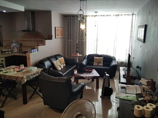 דירת גג למכירה 4 חדרים ברחובות מרכז בתיה מקוב 17