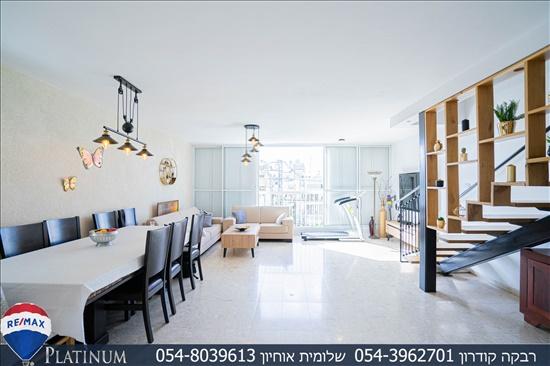 דירת גג למכירה 5.5 חדרים בחולון רסקו א' יהושע חנקין