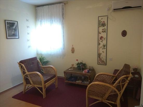 חדר טיפול ימני - פינת ישיבה