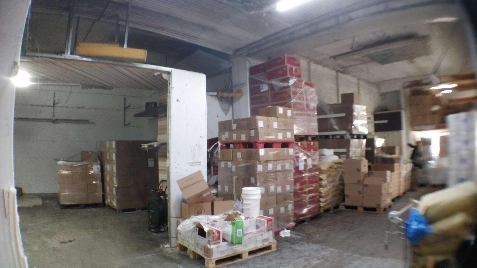 מחסנים השכרה ברעננה מחסן עם תקרה גבוהה,חשמל תלת פאזי כ200 מר