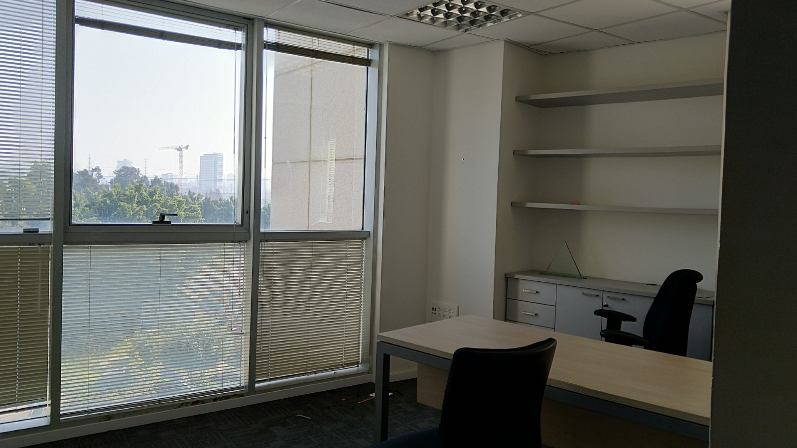 תמונה 2 ,משרדים להשכרה הברזל  משרד מואר 370 מר  רמת החייל תל אביב יפו