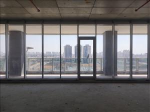 משרדים למכירה, למכירה קומת משרדים עם מרפסת במגדל ח...
