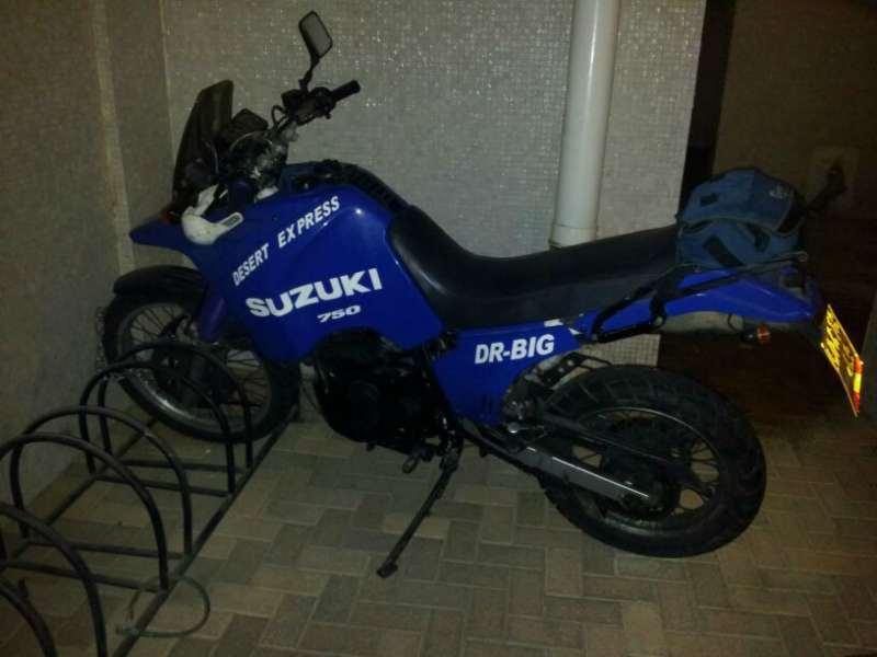 סוזוקי DR BIG 800