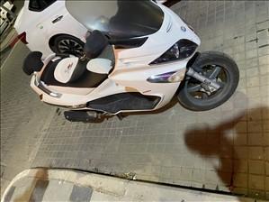 פיאג`ו X-EVO 250 2012 יד 3