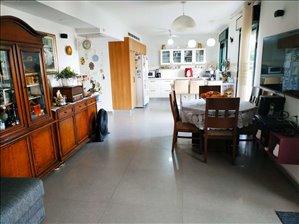 דירת גן להשכרה 6 חדרים ב Modi'in, Israel