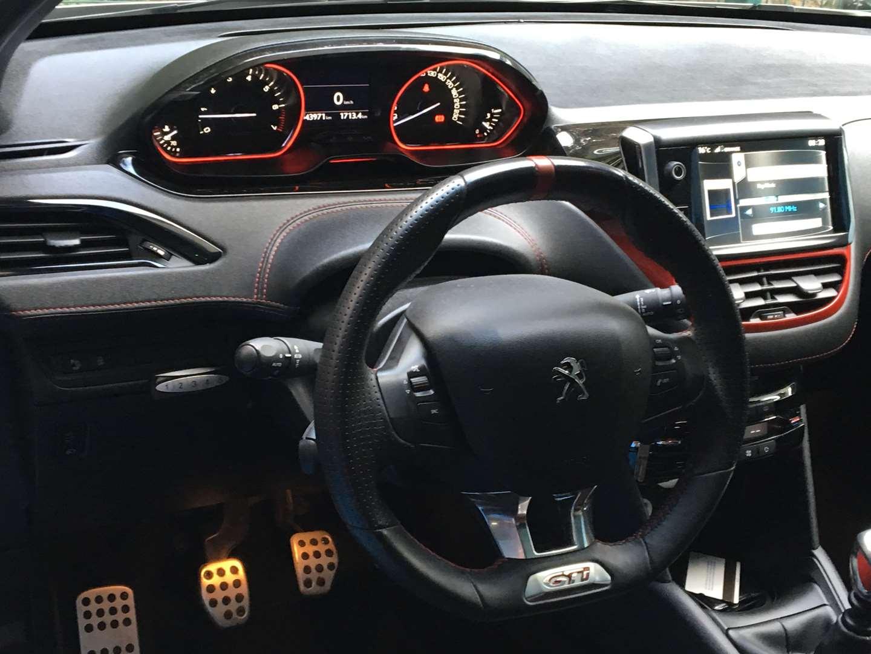 פיג'ו  208 GTI