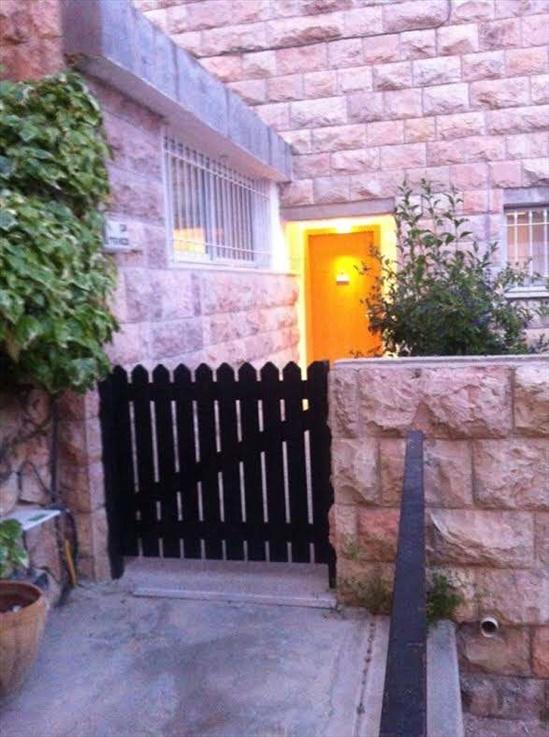 דירת גן להשכרה 5 חדרים בירושלים מבוא הררי צמרת הבירה