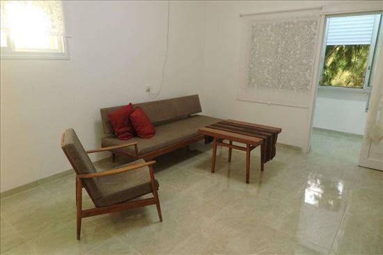 דירה להשכרה 1.5 חדרים בחיפה שדרות טרומפלדור נווה שאנן